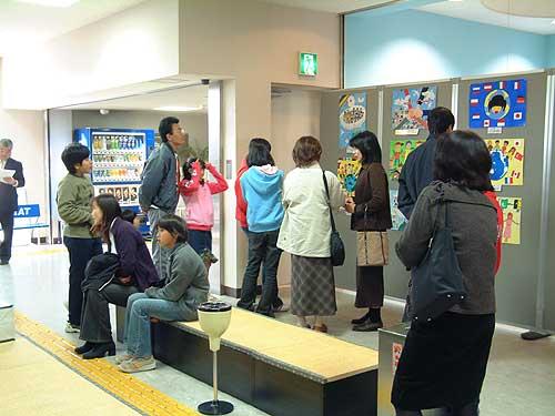 ▲エピの2階展示場も見学者でいっぱい