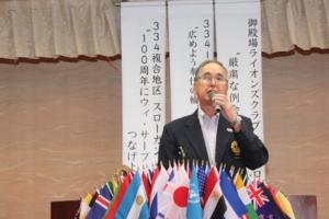 55周年記念誌配布 55周年実行委員長 L鈴木 和夫